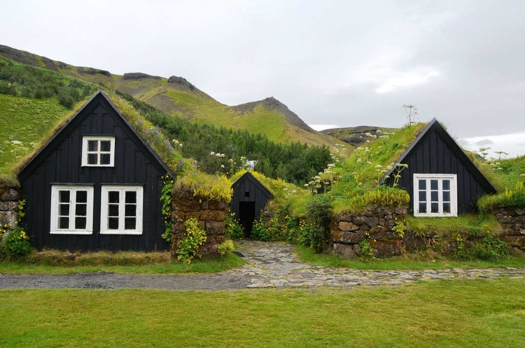 Iceland on a budget | Off-season travel, accommodations, food and drink, activities, blue lagoon